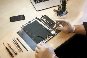 device repair / Difught, Shutterstock