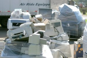 e-scrap pallet / Shutterstock, imging