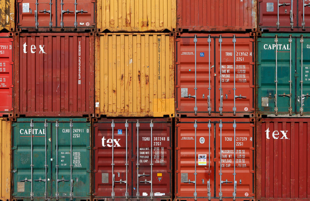 Shipping container / stockstudio, Shutterstock