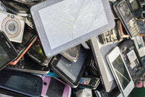 E-scrap mobile devices / liam1949, Shutterstock