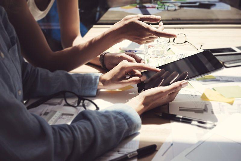 electronics competition / SFIO_CRACHO, Shutterstock