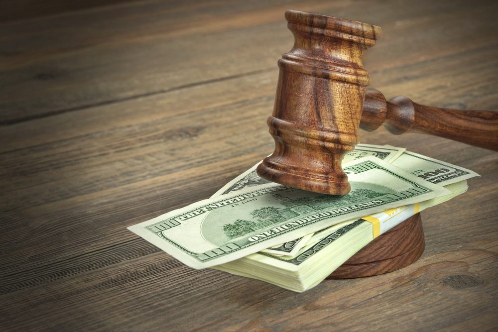 Money Gavel / VN Photo Lab, Shutterstock