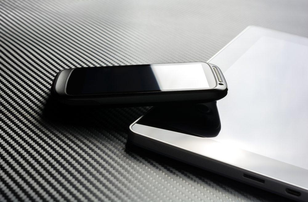 Smartphone / Devenorr, Shutterstock