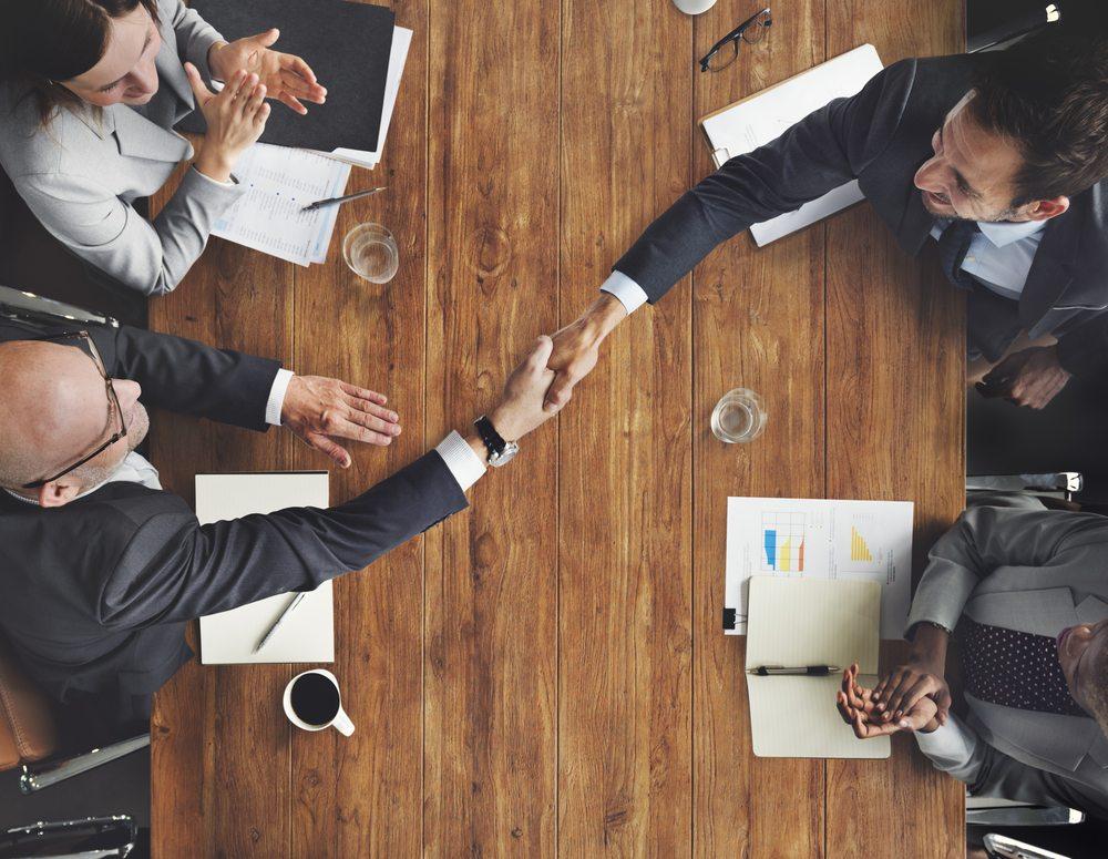 Handshake / Rawpixel_com, Shutterstock_376865116