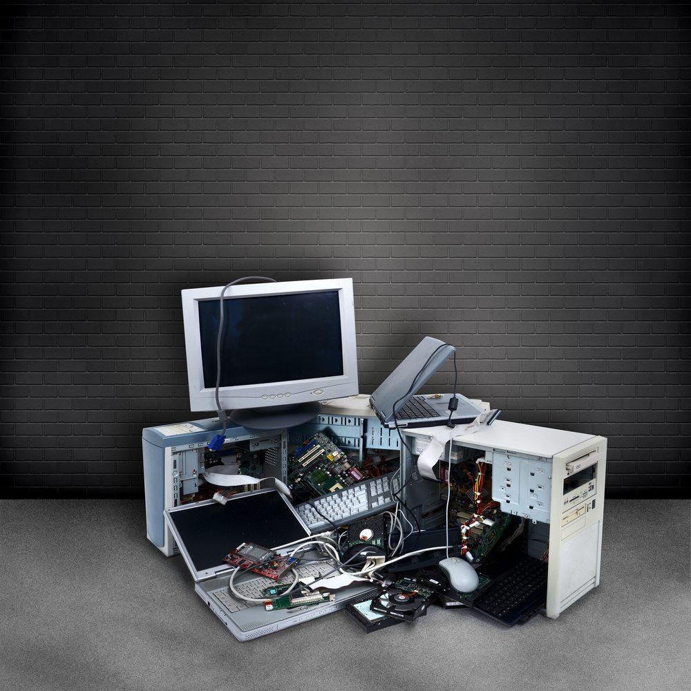 dark computers / mekcar, Shutterstock_101216