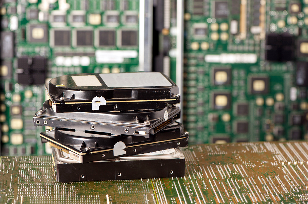 Hard-drives / borzywoj, Shutterstock_232466926_111616