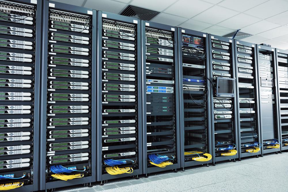 Servers / dotshock, Shutterstock