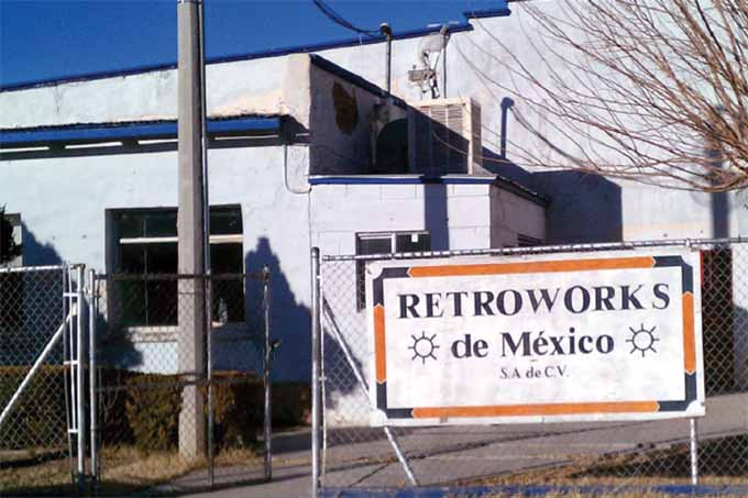 Exterior sign of Retroworks de Mexico.
