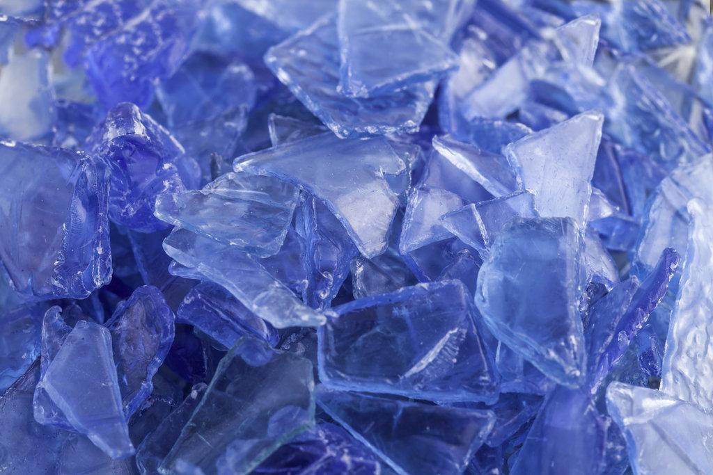 Blue PET Flake / AykutErdogdu, Shutterstock