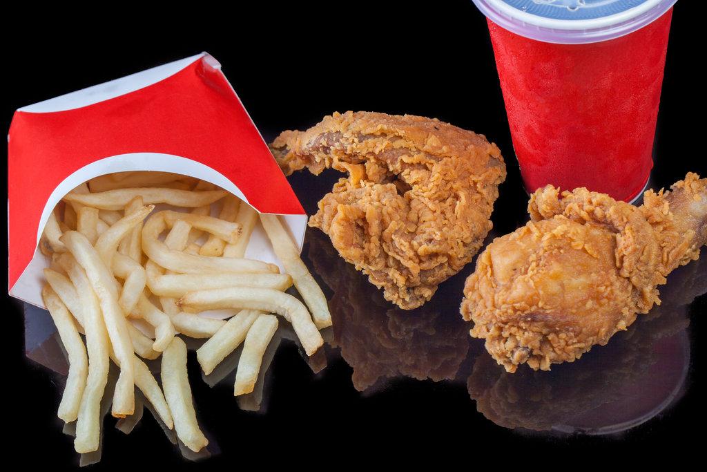 Fast Food Packaging / Riki_Risnandar_PhotoPro, Shutterstock
