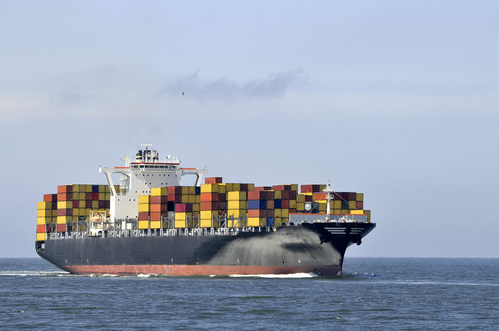 Shipping Container Ship / EG_Pors, Shutterstock