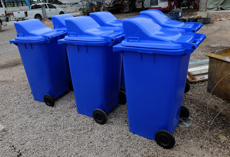 blue recycling bins / Toukung_design, Shutterstock