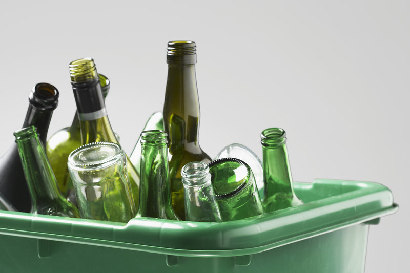 glass bottles / bikeriderlondon, Shutterstock