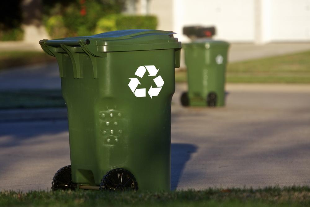 recycling cart / Marquisphoto, Shutterstock