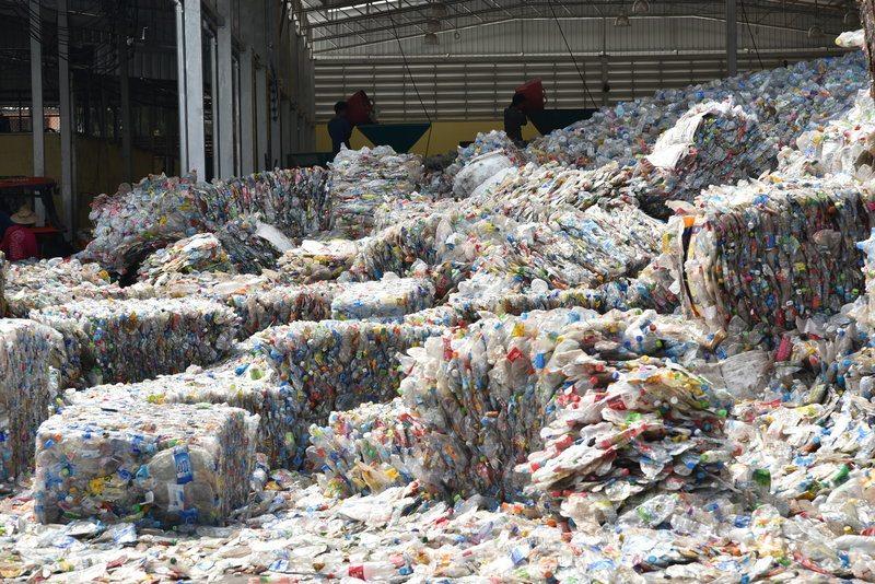 Mixed plastics / serthayos_sansuwansri, Shutterstock