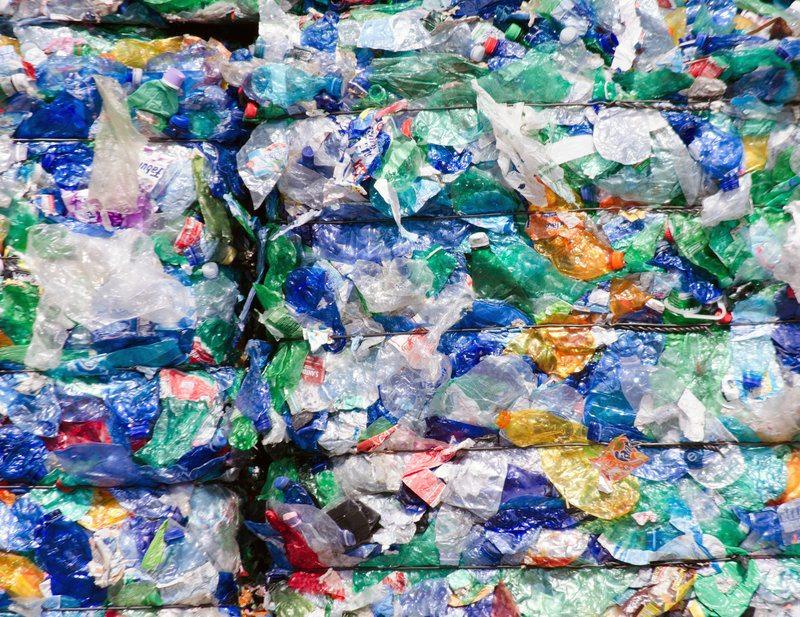 Plastic Bale / Shutterstock, 160518857, Frank_Fiedler