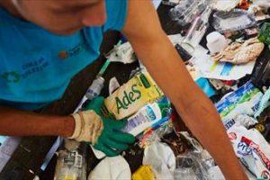 Unilever photo_recycling-centre-990x557_tcm244-504847_w400