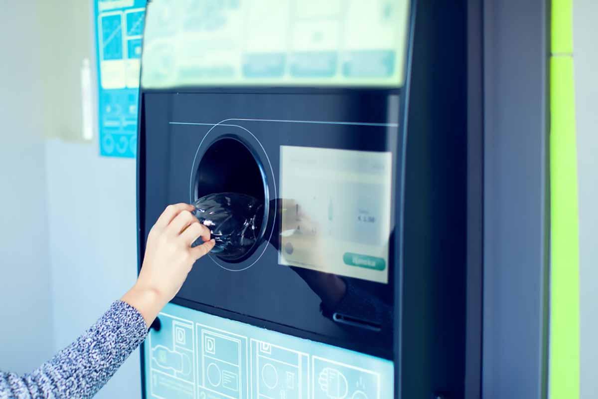 Reverse-vending-machine-aleks333-Shutterstock